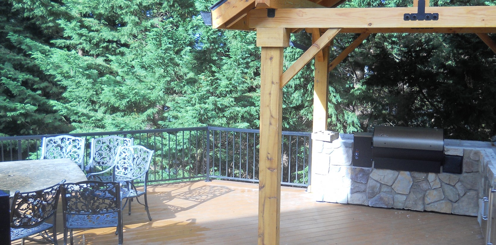 Three Rivers custom deck with outdoor kitchen