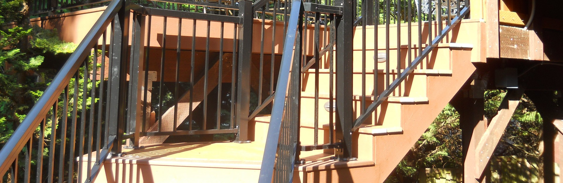 Three Rivers custom deck with stairs and railing